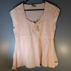 Burberry blouse pink w. frayed bottom and buttons